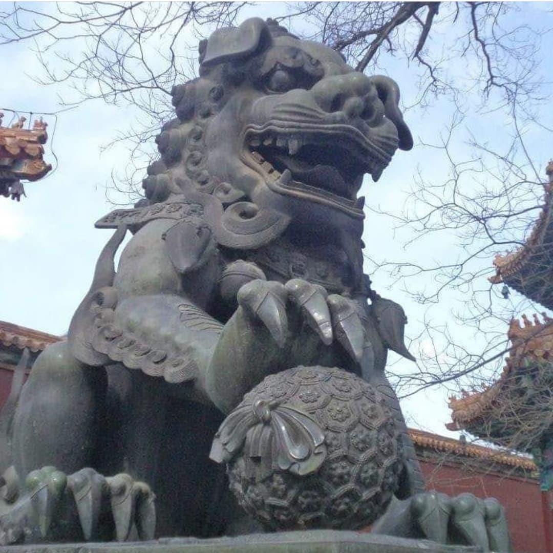 lion statue chine