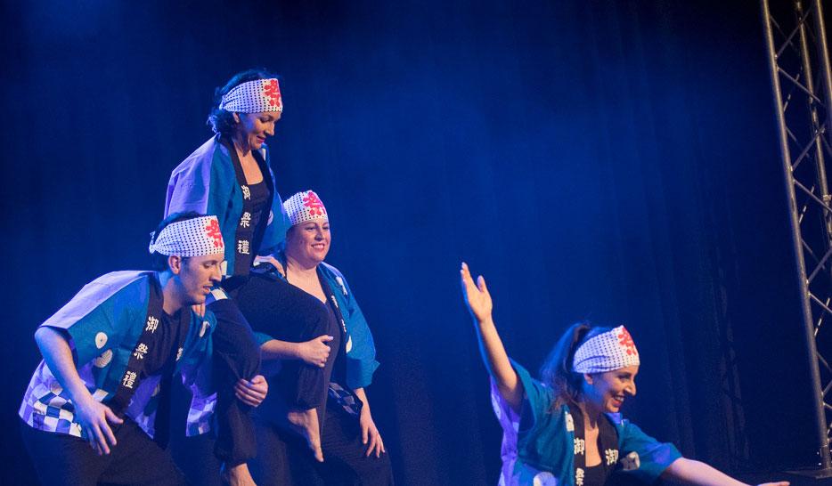 Photo d'un spectacle des élèves de danse japonaise